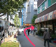 角の中華料理店(黒龍)を右に曲がります。(ココイチのところで曲がらないで!)